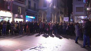 Protesta davant la Paeria contra el trasllat de les obres del Museu de Lleida a Sixena