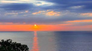 Sortida del sol amb núvols baixos a Palamós (Pepi Caballer)