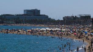 """Barcelona redueix l'aforament a les platges un 15% """"per evitar aglomeracions"""""""