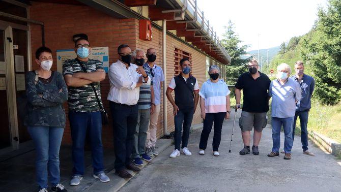Alcaldes i regidors de l'Alt Berguedà davant del CAP de Guardiola de Berguedà. 21 de juliol de 2021. (Horitzontal)