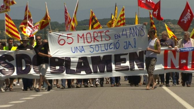 Protesta a l'N-II reclamant el desdoblament