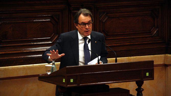"""Mas acusa l'oposició d'introduir """"falsedats"""" sobre el model sanitari per treure'l del govern"""