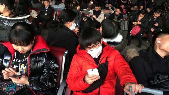 La Xina augmenta els controls pel coronavirus, que ja ha causat sis morts