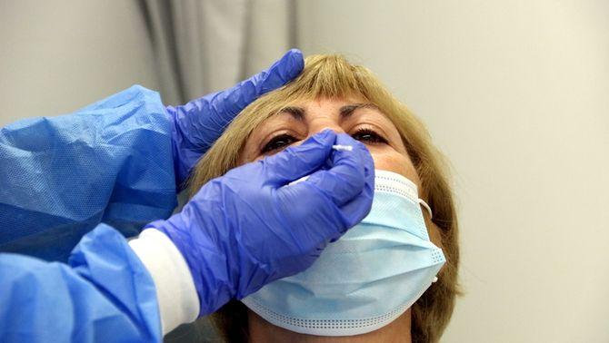 Salut prepara un protocol perquè els tests d'antígens es facin a les farmàcies