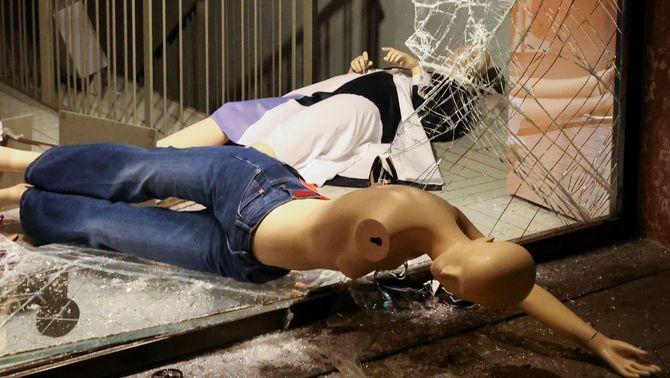"""Empresaris i botiguers reclamen """"suport als Mossos"""" per acabar amb els disturbis"""