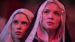 """Verhoeven es defensa de les acusacions contra la seva """"Benedetta"""", la santa lesbiana"""
