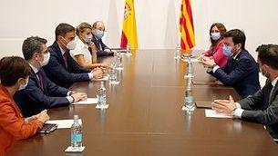 Pere Aragonès i Pedro Sánchez compareixen després d'iniciar la taula de diàleg