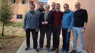 Sànchez, Turull, Forn i Rull, amb els altres cinc presos independentistes que hi ha a Lledoners (ACN)