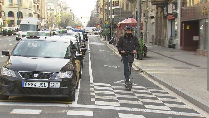 Les quadrícules del carril bici, un senyal desconegut que genera confusió