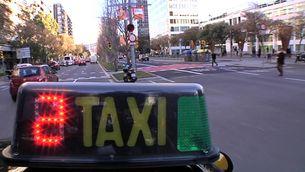 Autocars, taxis i cotxes de lloguer substitueixen els avions.