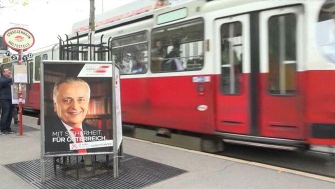 Un cartell electoral de Norbert Hofer als carrers de Viena