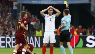 La UEFA amenaça d'excloure Anglaterra i Rússia