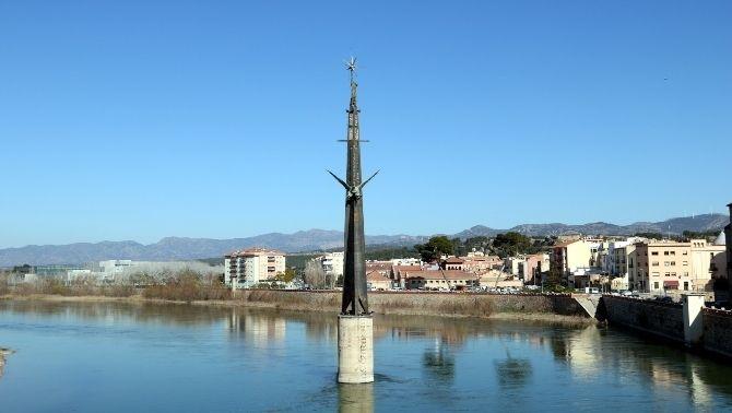 La història del monòlit franquista de Tortosa, que finalment es retirarà