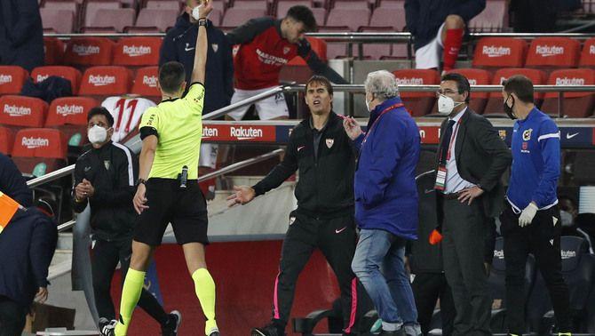 El VAR ignora dos penals polèmics que encenen el Barça-Sevilla