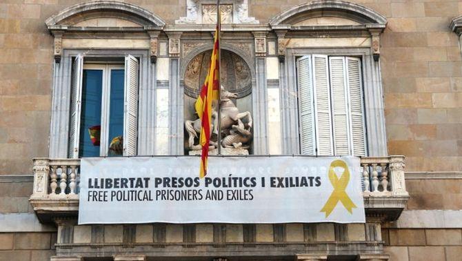 Segona pancarta del balcó de la Generalitat, que ha portat Quim Torra als tribunals