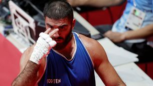 Aliev, després de quedar desqualificat en el seu combat contra Clarke (Reuters)