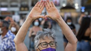 Una dona en una concentració contra la violència masclista (Europa Press/Alejandro Martínez Vélez)