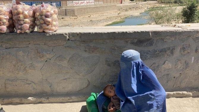 Dona i nen a l'Afganistan