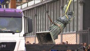 L'Ajuntament de Barcelona retira del Born l'estàtua de la Victòria