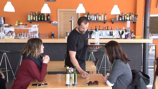 Alguns bar i restaurants ja serveixen aigua de l'aixeta gratuïta als clients