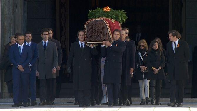 El dictador Franco, exhumat del Valle de los Caídos 44 anys després