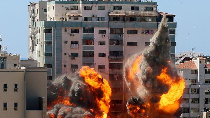 Israel destrueix un edifici amb oficines de premsa internacional a Gaza