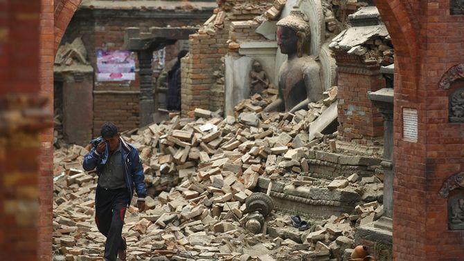 El terratrèmol del Nepal podria haver causat 10.000 morts, segons el primer ministre