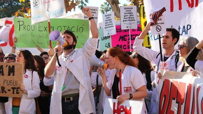 Els metges mantenen la vaga per quart dia tot i l'acostament de posicions amb Salut