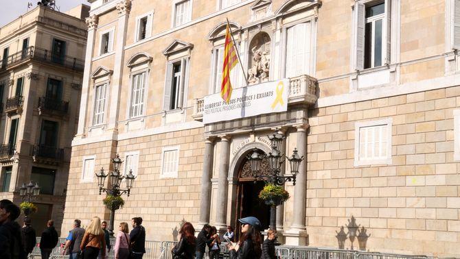 El síndic recomana a la Generalitat retirar els llaços grocs en el període electoral