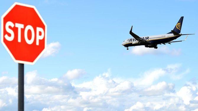 Ryanair planteja tancar la base de Girona i els treballadors anuncien vagues