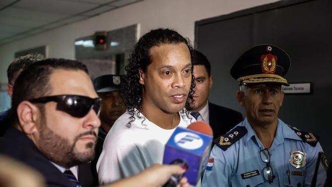 Ronaldinho estarà en arrest domiciliari al Paraguai després de pagar una fiança milionària