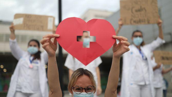 """El personal d'infermeria es reivindica: """"No som herois, som professionals"""""""