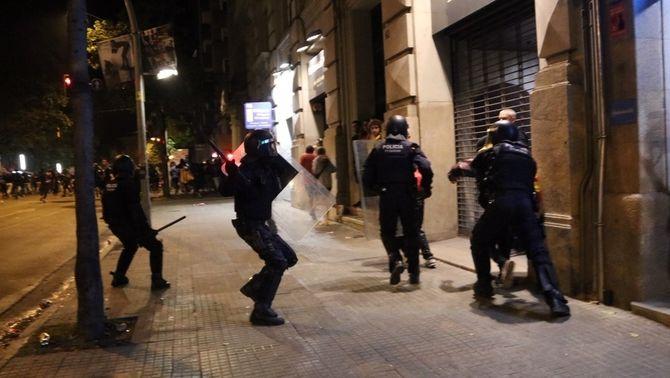 50 mossos investigats per possible mala praxi durant els aldarulls postsentència