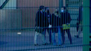 Les delegacions d'Esquerra i Junts, sortint de la presó de Lledoners, aquest dimarts al vespre