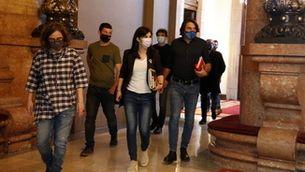 Negociadors de ERC, Junts i CUP sortint de la reunió (ACN/Marta Sierra)