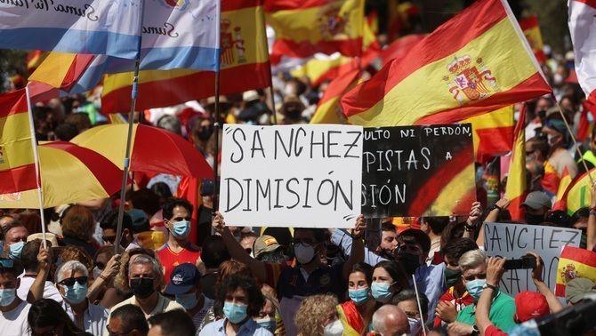 PP, Vox i Ciutadans tornen a Colón per protestar contra el govern Sánchez pels indults