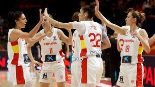 La selecció espanyola celebra la victòria