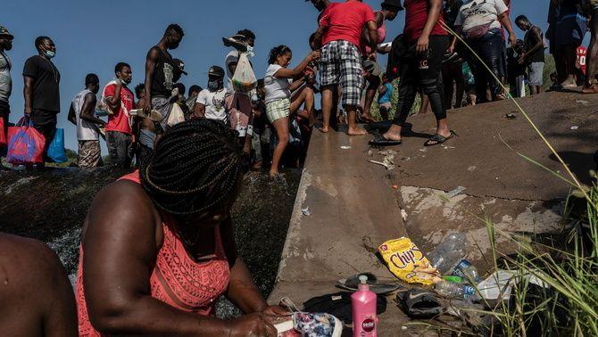 Les imatges de milers de migrants amuntegats en el campament improvisat ha colpejat consciències als Estats Units