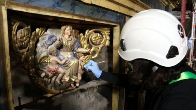 El procés de restauració de l'orgue de la catedral de Solsona ha permès recuperar els colors i brillantor originals (ACN / Mar Martí)