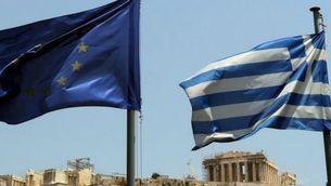 La llum verda de l'eurozona ha arribat el mateix dia que el Bundestag i el Parlament holandès han aprovat el paquet d'ajudes a Grècia.