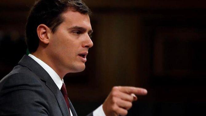 """Rivera afirma que Podem volia """"dinamitar"""" l'acord entre el PSOE i C's"""