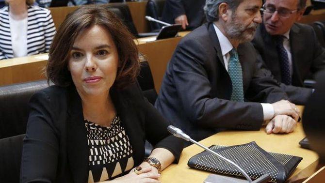 """Sáenz de Santamaría: """"Val la pena explorar la possibilitat d'un govern amb el PSOE"""""""