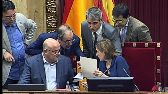 Els lletrats del Parlament avisen que la partida del referèndum pot ser inconstitucional