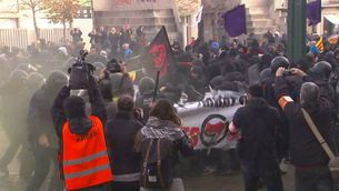 Els Mossos carreguen a Girona contra els manifestants de la Plataforma Antifeixista
