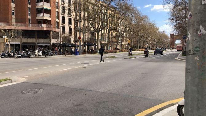 Mor un jove que anava en patinet elèctric en un xoc a l'Eixample de Barcelona
