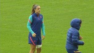 Alexia Putellas s'entrena al marge del grup en l'última sessió abans de la final