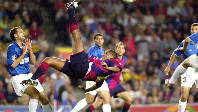 20 anys de la xilena de Rivaldo que va costar 8.000 milions al Barça