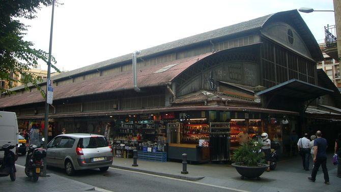 Els comerciants del mercat de l'Abaceria, a Gràcia, calculen pèrdues de més del 50% durant els aldarulls