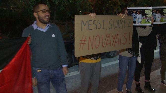 Un grup d'activistes propalestins reclama a Messi i a Suárez que no juguin a Israel