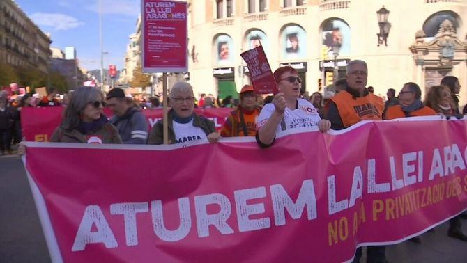 """""""Aturem la llei Aragonès"""" reuneix 2.500 persones per alertar del risc de privatitzacions"""